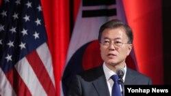 문재인 한국 대통령이 28일 워싱턴 DC 미국 상공회의소에서 열린 비즈니스 서밋에서 연설하고 있다.