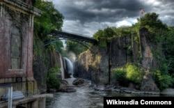 미국 뉴저지주 패터슨 퍼세이크 강의 폭포.