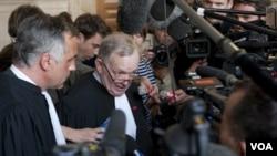 """El abogado defensor de Noriega, el francés Olivier Metzner, calificó de """"inverosímil"""" la decisión."""