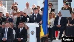 Президент Украины Владимир Зеленский обращается к участникам военного парада по случаю Дня независимости. Киев, 24 августа 2021.