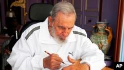 Fidel Castro habitualmente escribe comentarios en el diario oficial Granma.