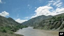 流经中国和印度的雅鲁藏布江