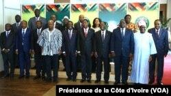 Cérémonie d'ouverture du Sommet extraordinaire des Chefs d'Etat et de Gouvernement de la Communauté Economique des Etats de l'Afrique de l'Ouest (CEDEAO) sur la maladie à virus Ebola et sur la situation au Burkina Faso, ce jeudi 06 novembre 2014, à Accra (Ghana).