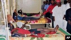 Para korban luka-luka serangan bunuh diri dirawat di rumah sakit di Kano, Nigeria (25/2). Serangan bunuh diri kembali melanda Biu, Nigeria utara hari Kamis (26/2).