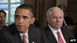 Tổng thống Hoa Kỳ Barack Obama và Bộ trưởng Quốc phòng Robert Gates tại phòng họp nội cát ở Tòa Bạch Ốc (ảnh tư liệu)