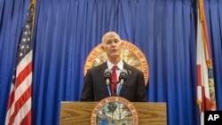 Le gouverneur de Floride Rick Scott propose des nouvelles mesures de securite dans les ecoles lors d'une conference de presse àTallahassee, Floride, le 23 février 2018