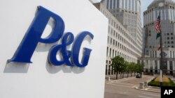 Вывеска с логотипом концерна Procter & Gamble в Цинциннати (США) перед офисом концерна.