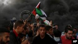 فلسطینی مظاہرین اسرائیل کی سرحد پر مظاہرہ کر رہے ہیں۔ 26 اکتوبر 2018