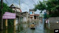 Ảnh minh họa: Cảnh lụt ở huyện Chương Mỹ, Hà Nội, ngày 31/7/2018. (AP Photo/Manh Thang)