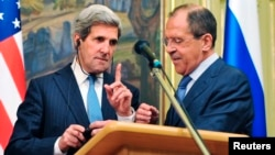 Davlat kotibi Jon Kerri, Rossiya Tashqi ishlar vaziri Sergey Lavrov Moskvada uchrashmoqda. 7-may, 2013-yil