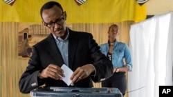 Le président rwandais Paul Kagame lors du referendum constitutionnel du 18 décembre 2015