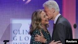 Xillari Klinton turmush o'rtog'i, sobiq prezident Bill Klinton bilan