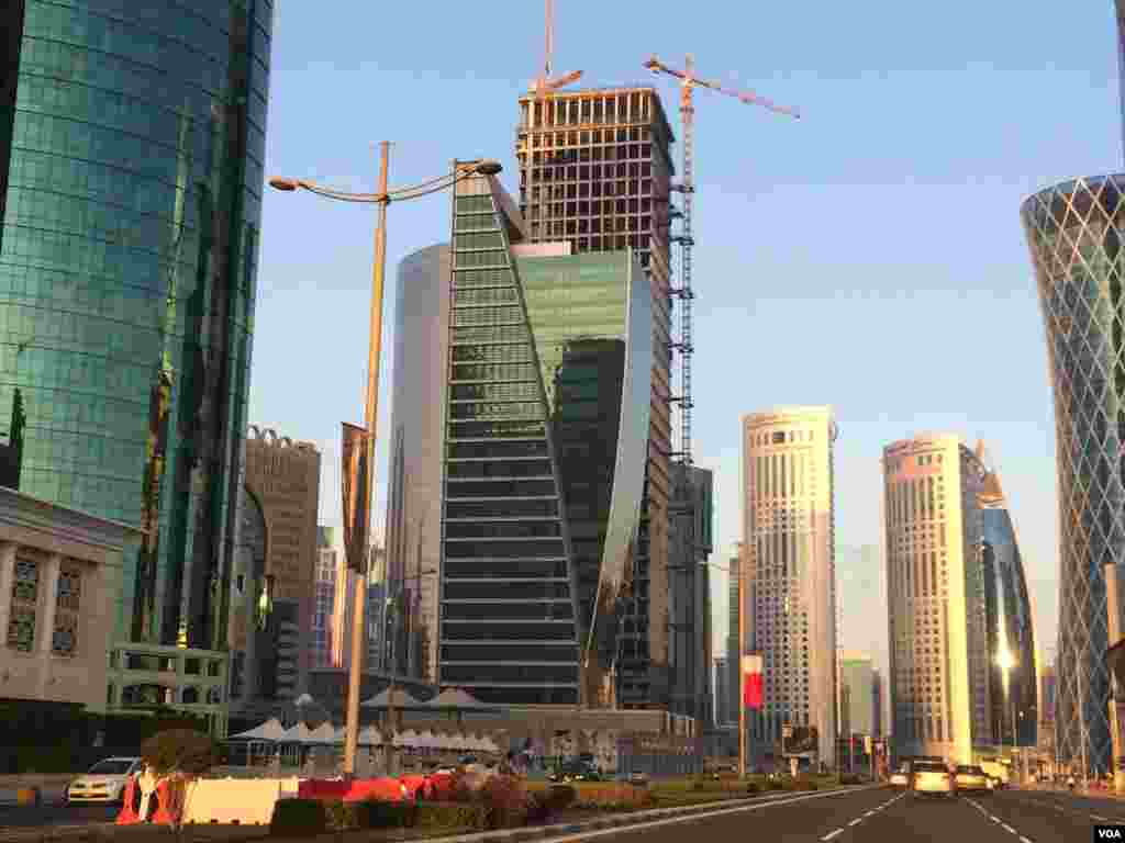 Qatar plans US$220 billion infrastructure development over the next decade, Doha, Qatar, Dec. 17, 2014. (Eunjung Cho/VOA)