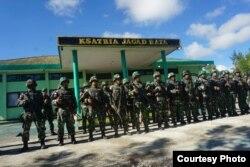 Pasukan gabungan TNI-Polri untuk mengamankan desa-desa di Nduga, Papua, pasca penembakan kelompok bersenjata. (Foto dok./Courtesy: Kapendam VXII Cendrawasih Papua)