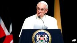 Đức Giáo Hoàng Phanxicô phát biểu tại Tòa nhà Chính phủ ở Nairobi, Kenya, ngày 25/11/2015.
