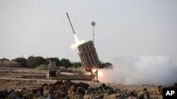 یک پرتاب کننده موشکی گنبد آهنین در نزدیکی شهر اشدود