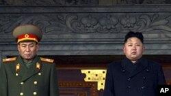 지난해 12월 김정일 위원장 장례식에서 김정은 제1위원장과 나란히 섰던 리영호 총참모장(왼쪽).