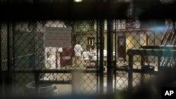 El Centro de Detención de Guantánamo se ha quedado con 79 detenidos con la salida del exguardaespaldas de Bin Laden.