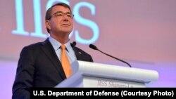 5월 30일 싱가포르에서 개막한 샹그릴라 대화에서 기조연설을 하고 있는 애슈턴 카터 미 국방장관.