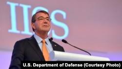 30일 싱가포르에서 열린 국제안보정상회의, 샹그릴라 대화에서 기조연설을 하고 있는 애슈턴 카터 미 국방장관.