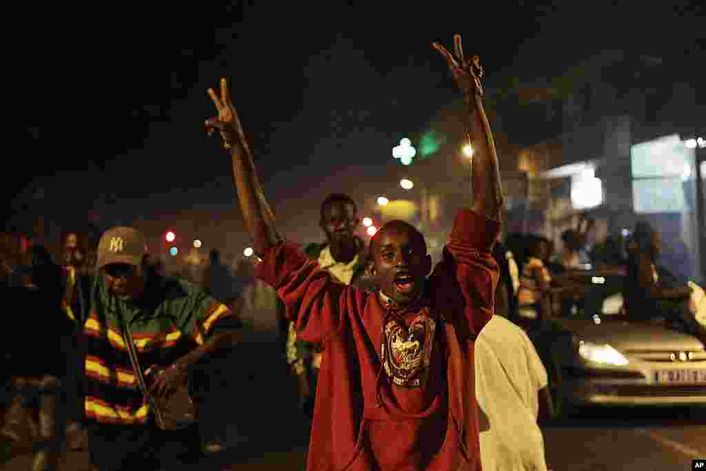 Sall supporters take to the streets to celebrate Mr. Sall's anticipated electoral victory, in the downtown Plateau neighborhood of Dakar. (AP)