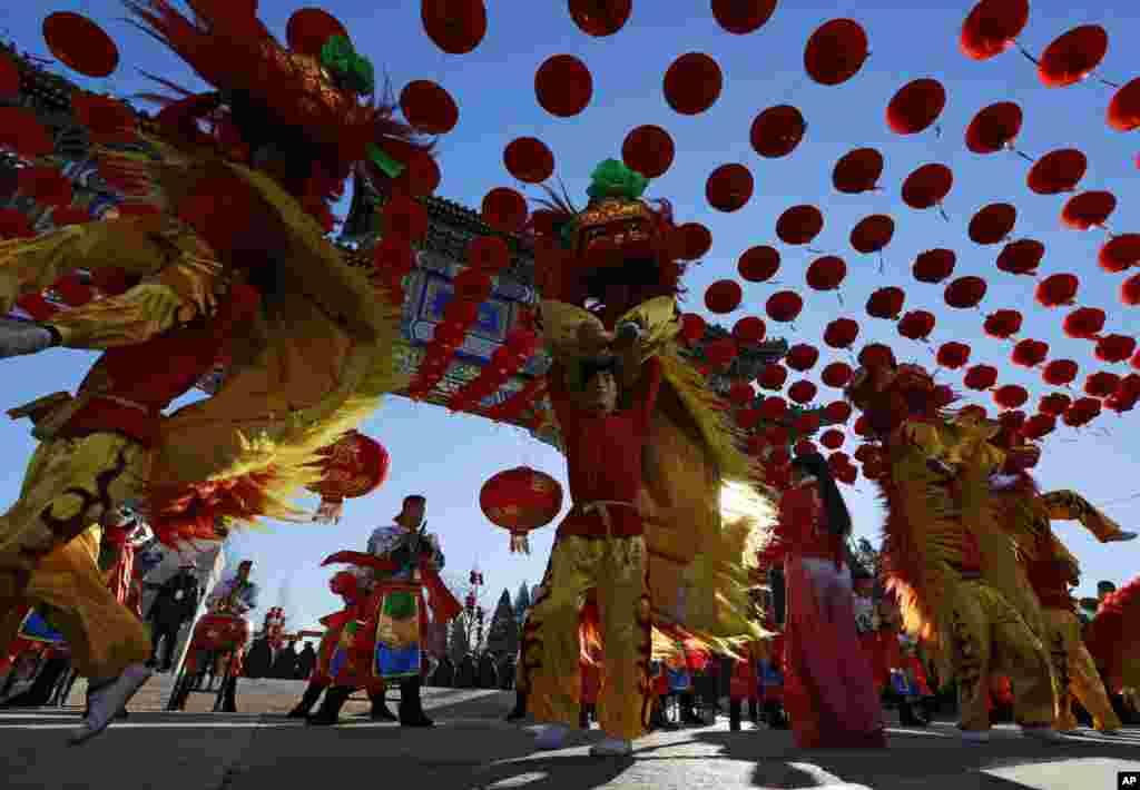 چین کے دارالحکومت بیجنگ میں نئے قمری سال کا استقبال جشن منا کر کیا جاتا ہے۔