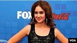 """Jennifer López dijo a Karen Rodríguez que es su """"fan"""" desde que la vio."""