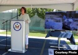 Američka ambasadorica Maureen Cormack se obraća povodom mjerenja kvaliteta sarajevskog zraka u krugu Ambasade SAD