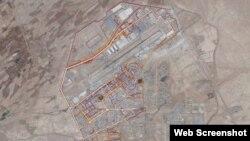Một phần bản đồ nhiệt cho thấy phi trường Kandahar ở Afghanistan, được tạo ra bằng việc theo dõi các hoạt động thể dục thông qua dữ liệu GPS