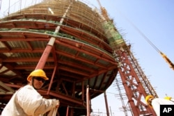 Un ingénieur chinois supervise un chantier à Khartoum, Soudan (16 fév. 2009)