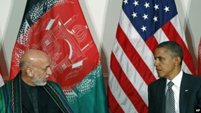 U.S. President Barack Obama (R) meets with Afghanistan President Hamid Karzai in New York, September 20, 2011.