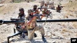 جنوبی وزیرستان میں پاکستانی فوج (فائل فوٹو)