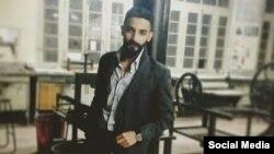 قتل کے ملزم اور آرٹسٹ احمد سعید کی ایک فائل فوٹو۔ ملزم کا دعویٰ ہے کہ اسے نشے کی لت تعلیم کے دوران لگی۔