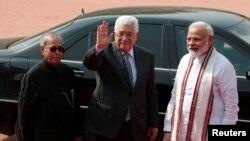 فلسطینی اتھارٹی کے صدر محمود عباس بھارتی وزیرِ اعظم نرندر مودی اور صدر پرنب مکھر جی۔