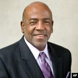 北卡罗来纳大学法学院教授查尔斯.戴伊