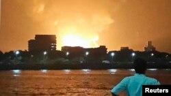 Пожар на подводной лодке «Синдуракшак» ВМФ Индии в порту Мумбаи. 13 августа 2013 г.