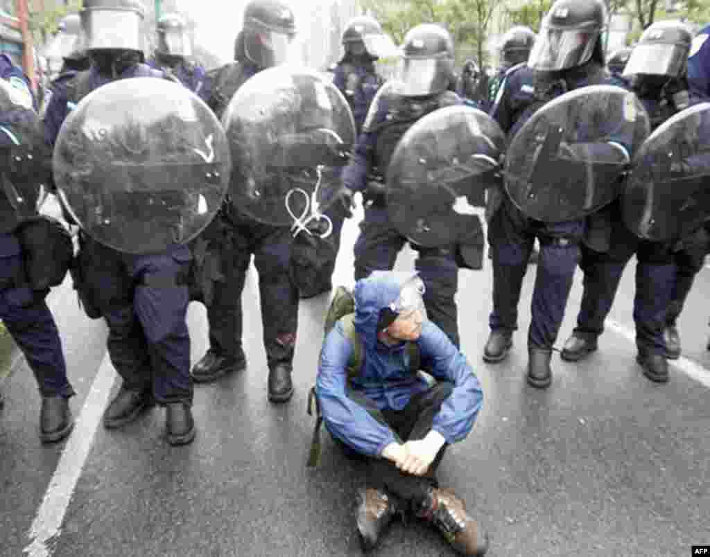 Этого участника протестов зовут Карстон. Он выступает против бездушия и алчности империализма.
