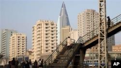 지난해 11월 북한 평양의 고층 아파트. 여전히 건축 과정 중에 있는 류경호텔이 가운데 솟아있다.