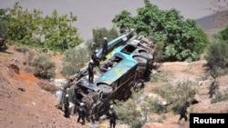 Los heridos fueron trasladados en helicópteros mientras las autoridades seguían en búsqueda de más cuerpos y heridos.