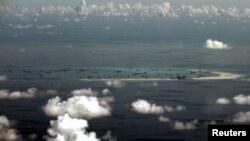 지난 5월 필리핀 군용기로 남중국해 상공에서 촬영한 사진.