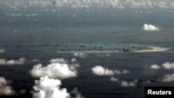 菲律宾军机照片: 中国在南中国海的美济礁造岛