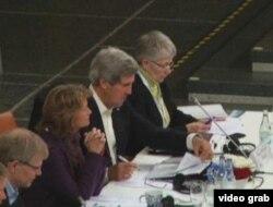 国务卿克里出席北极理事会会议(美国之音视频截图)