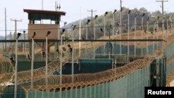 Las autoridades de Guantánamo admiten que 106 de los 166 prisioneros en la base protestan desde hace meses en huelga de hambre.