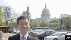 中国法学家贺卫方在华盛顿留影