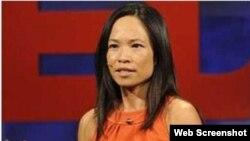 Bác sĩ-Tiến sĩ Thục-Quyên Nguyễn, nhà khoa học gốc Việt tại Hoa Kỳ được tạp chí Business Insider bầu chọn là 1 trong 50 nhà khoa học gợi cảm nhất thế giới