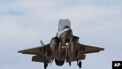 ایف 35 لڑاکا جیٹ طیارہ جو ریڈار کی نظروں سے پوشیدہ رہنے کی صلاحیت رکھتا ہے۔ فائل فوٹو