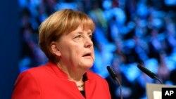 Thủ tướng Đức Angela Merkel yêu cầu mạnh tay, đảm bảo rằng những người bị khước quy chế tị nạn phải ra khỏi Đức.
