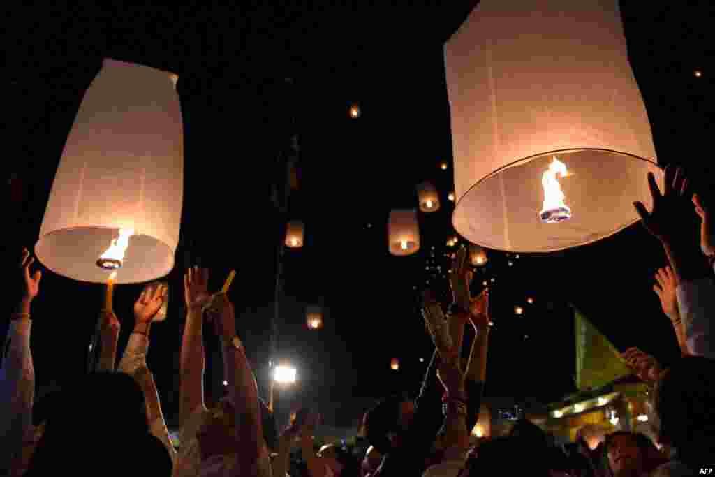 Kombocalı buddistlər Meak Bubia bayramı
