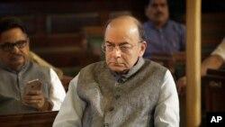 بھارتی وزیرِ خزانہ ارون جیٹلی نے کہا ہے کہ بھارت عالمی سطح پر پاکستان کو تنہا کرنے کے لیے تمام سفارتی امکانات کو بروئے کار لائے گا۔