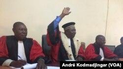 Yénan Timothée, président de la cour d'appel de N'Djamena au milieu, le 7 juin 2019. (VOA/André Kodmadjingar)